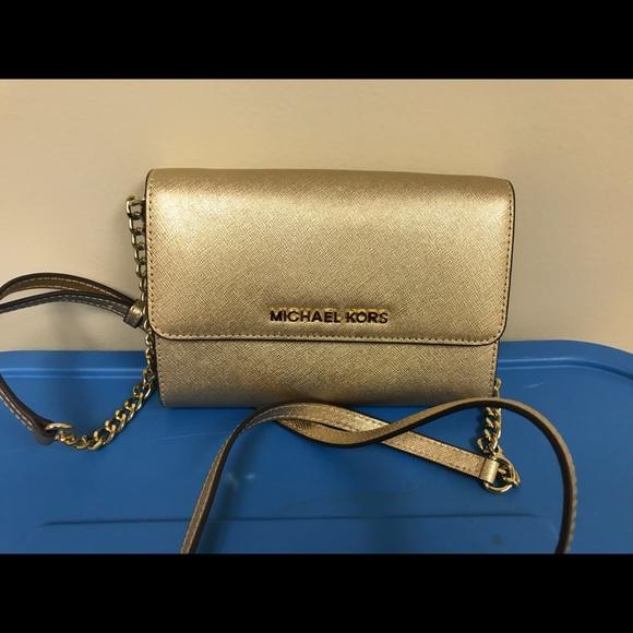 Michael Kors Handbags - Michael Kors Tech Phone Gold Crossbody